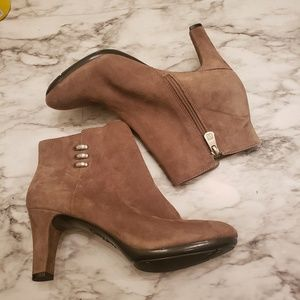 Anne Klein brown booties